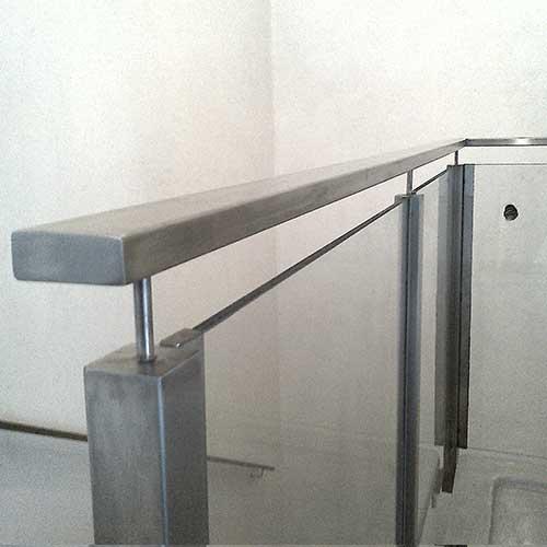 Barandas de acero inoxidable y vidrio zona oeste zona for Barandas de vidrio y acero
