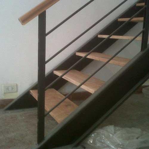 Escaleras de acero inoxidable barandas de hierro y madera for Escalera recta de hierro y madera